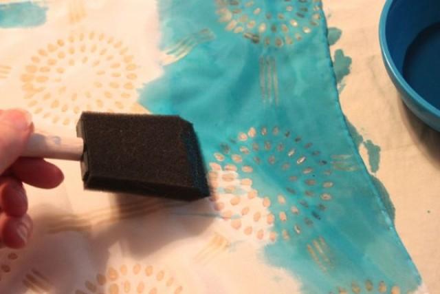 Apply fabric dye